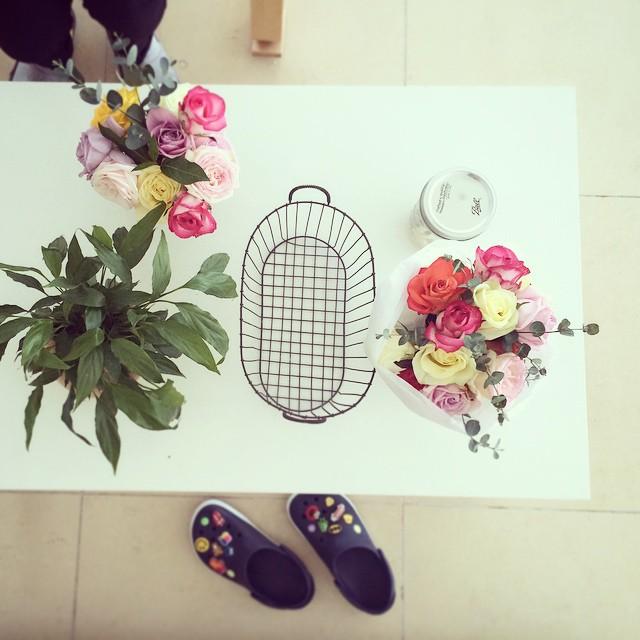 😍#회사#사무실#아침풍경#꽃#장미#스파트필름#꽃다발#크록스#crocs#아름답다#예쁘다#화사#colorful#rose#웹디자인에이전시#webDesignAgency#beautiful#flowers