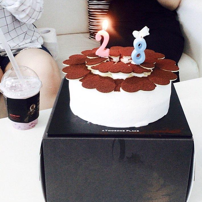 개발팀 새식구 재욱씨 28번째 생일🎂  #축하해요 🎉🎁🍰 . . . #투썸케잌#생일케잌 초코하트날개같아🎈