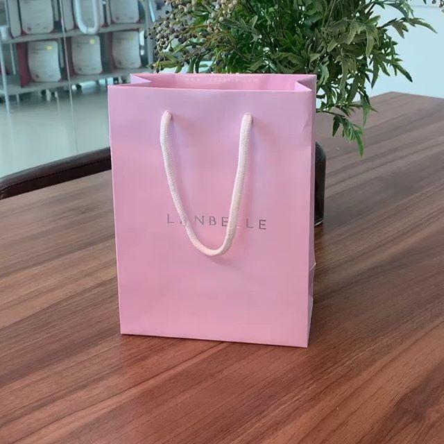 올해도 랑벨에서 추석 선물을 보내주셨어요 💓 너무 좋은 기능성 랑벨 화장품! 항상 감사합니다 🙏🏻 . . #랑벨 #선물 #언박싱 #랑스타마누크림 #안티링클아이크림 #클리어토너 #스튜디오제이티